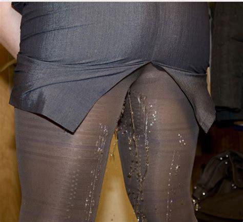 wetting pissing skirts irls jpg 480x439